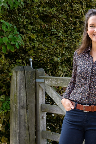 STEPHANIE A lovely very soft viscose horse or beagle print blouse